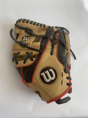 """Wilson A550 Youth Baseball Glove Infield Pedroia Fit Soft Flexible Leather 11"""" used for Sale in Bellingham, MA"""