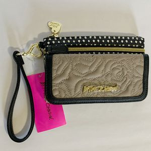NWT Betsey Johnson Wristlet/Wallet for Sale in Cambridge, MA