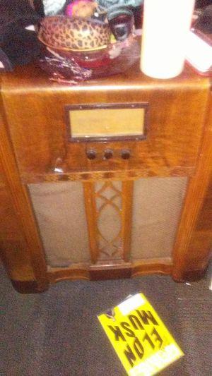 Antique Cabinet Mantola Radio WORKS for Sale in Phoenix, AZ