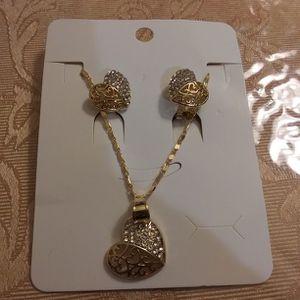 Hearts Set Necklace and Earrings Gold Plated / Set De Corazones Cadena y Aretes Oro Laminado for Sale in Kent, WA