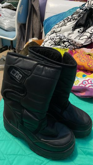 Snow boots kids size 1 for Sale in Chula Vista, CA