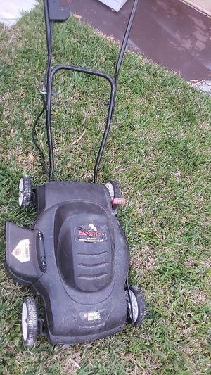 black and decker lawn mower for Sale in Miami Beach, FL