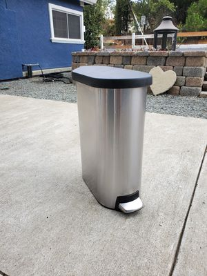 Free Simple Human Trash Can for Sale in Concord, CA