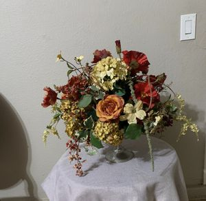 Flower arrangement for Sale in Riverside, CA