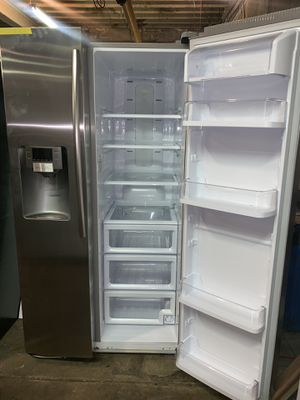 SAMSUNG 36in. Side by side doors refrigerator in excellent conditions with 4 months warranty for Sale in Baltimore, MD