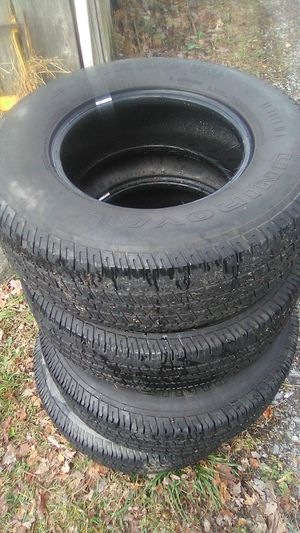 4 good tires size 235/75/15 the brand is Uniroyal Laredo Cross Country for Sale in North Tazewell, VA