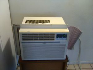 Air Conditioner Deawood 5,000 BTU (like for small room) for Sale in Brooklyn, OH