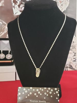 Vintage Solid 14 kt gold chain and flip-flop pendant... Great condition for Sale in Meriden, CT