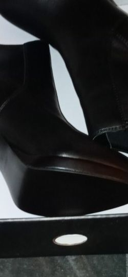 Nine West Black Ankle Heeled Boots 7.5 for Sale in Norwood,  MA