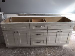 Double sinks vanity for Sale in Concord, CA