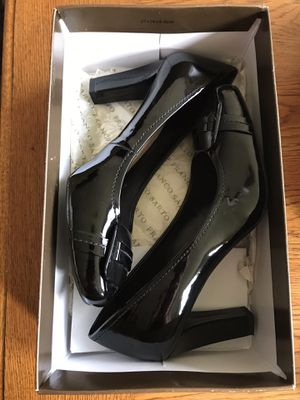 Shiny Black Heels. Used only once and no ware. Cleaned for Sale in Watauga, TX