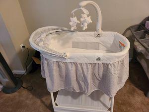 Delta bassinet w/formula and newborn diapers for Sale in Livonia, MI
