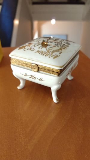 Vintage ISCO Japanese Hand Painted Porcelain Trinket Box Hinged Top chipped for Sale in North Chesterfield, VA