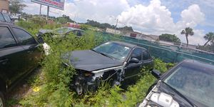 2001-2006 Hyundai elantra whole car for parts only for Sale in Orlando, FL