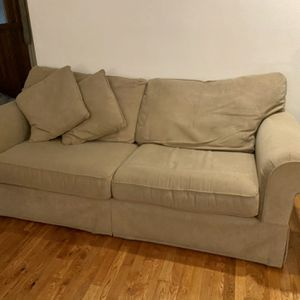 Living Room Couch W/ Hide-A-Bed!! for Sale in Auburn, WA