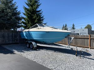 1975 reinell cabin cruiser 19 foot galvanized trailer great fishing boat or water sports for Sale in SeaTac, WA