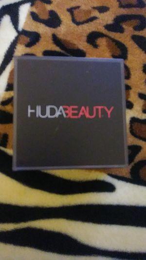 Huda beauty bake easy powder for Sale in Fresno, CA
