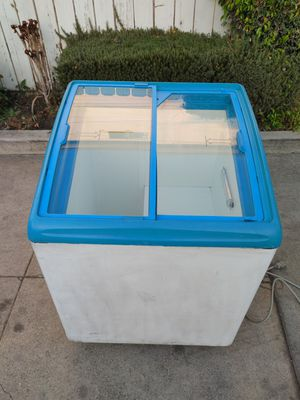 Chest display freezer in excellent condition for Sale in Alhambra, CA
