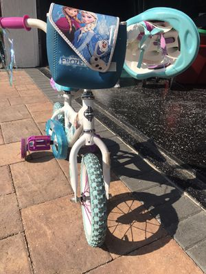 Girls frozen bike with helmet for Sale in Pine Hills, FL