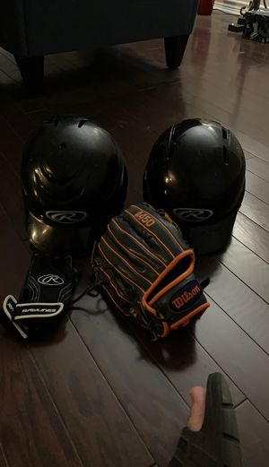 2 Rawlings helmets. 1 Wilson Left Hand glove A 450 in good condition for Sale in Irving, TX