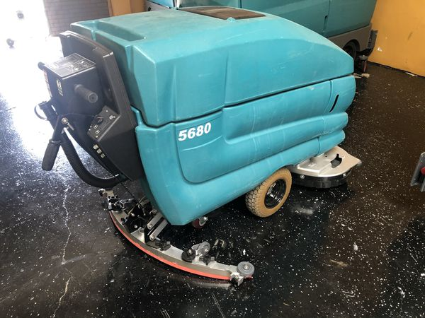 Tennant 5680 walk behind floor scrubber (Reconditioned)