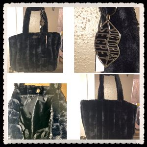 New Victorias Secret Tote Bag Black Faux Fur With Lip Keychain for Sale in Houston, TX