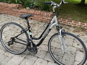 medium trek 7.1 hybrid bike Unisex comfort for Sale in Millersville, MD
