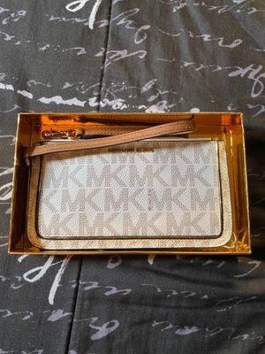 Michael Kor wristlet/wallet for Sale in SeaTac, WA