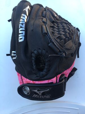 Mizuno kids 11.50 softball glove for Sale in Los Angeles, CA