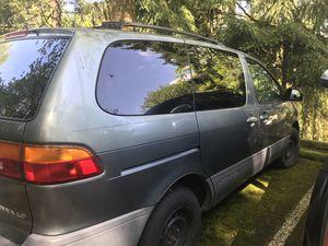 2000 Toyota Sienna LE mini van for Sale in Bellevue, WA