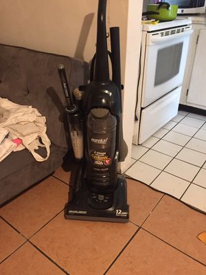 Eureka vacuum for Sale in Miami Gardens, FL