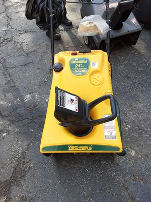 GAS SNOW BLOWER WITH ELECTRIC AND MANUAL STARTER $100 for Sale in The Bronx, NY