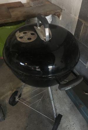 Little Weber bbq grill for Sale in Roseville, MI