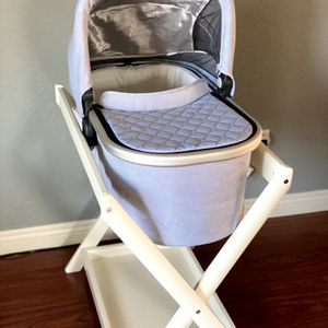 Uppababy bassinet and Stand for Sale in Newark, CA