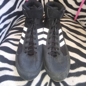 Adidas boys wrestling shoes size 7 for Sale in Cleveland, TN