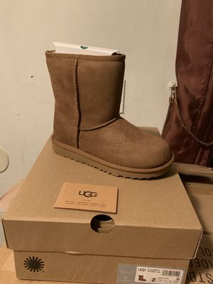 Ugg boots new classic II size youth 1 & 2 for Sale in El Monte, CA