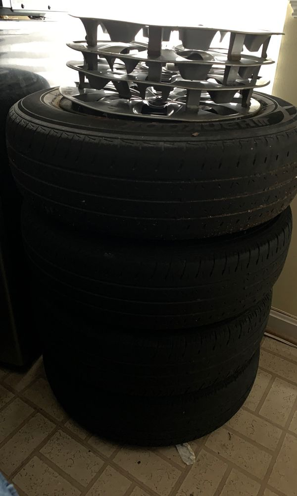 Hyundai Accent wheels and tires