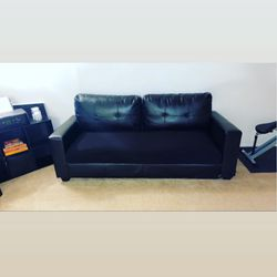 TWO PIECE LEATHER COUCH for Sale in Woodbury,  NJ