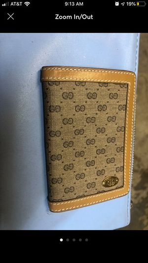 Gucci bifold beige and tan wallet/cardholder for Sale in Lodi, CA