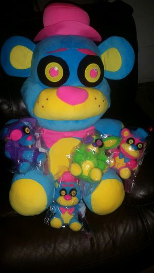160$HUGE PLUSHIE PLUS THE WHOLE SET OF REGULAR SIZE FNAF (also have cupcake included not pictured with set) for Sale in Portland, OR