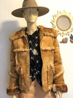 Vintage Ladies Natural Tan Sheepskin Shearling Suede Coat / Western Rancher Boho Hippie Short Jacket / Size XS-S for Sale in Boise, ID