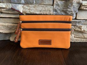Dooney & Bourke clutch for Sale in Ballwin, MO