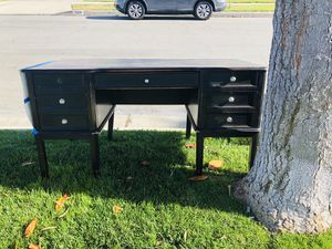 FREE NOW! Wood desk for Sale in Anaheim, CA