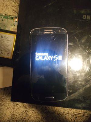 GALAXY S3 CRACKED VERIZON for Sale in Decatur, GA