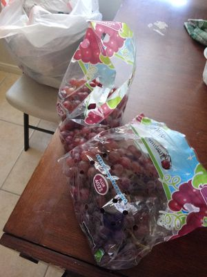 Sweet red seedless grape for Sale in Montebello, CA