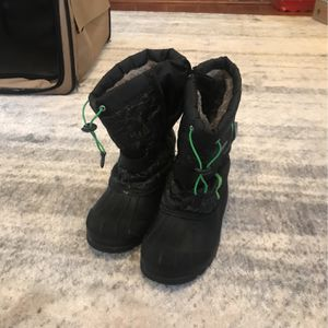 Boys Size 3 Dream Pairs Snow Boots for Sale in Willow Grove, PA