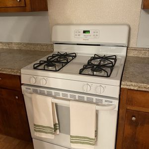HOT POINT GAS RANGE for Sale in Columbus, GA