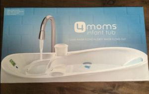 Four moms electronic temperature reading bathtub for Sale in Merritt Island, FL