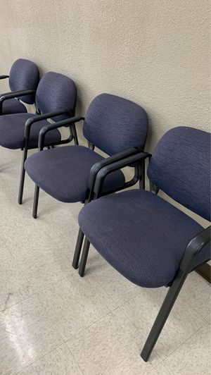 Office chairs and desk for Sale in Soledad, CA