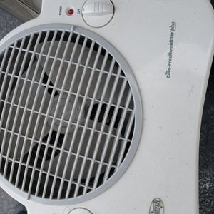 HUNTER HUMIDIFIER PLUS. for Sale in Columbus, OH